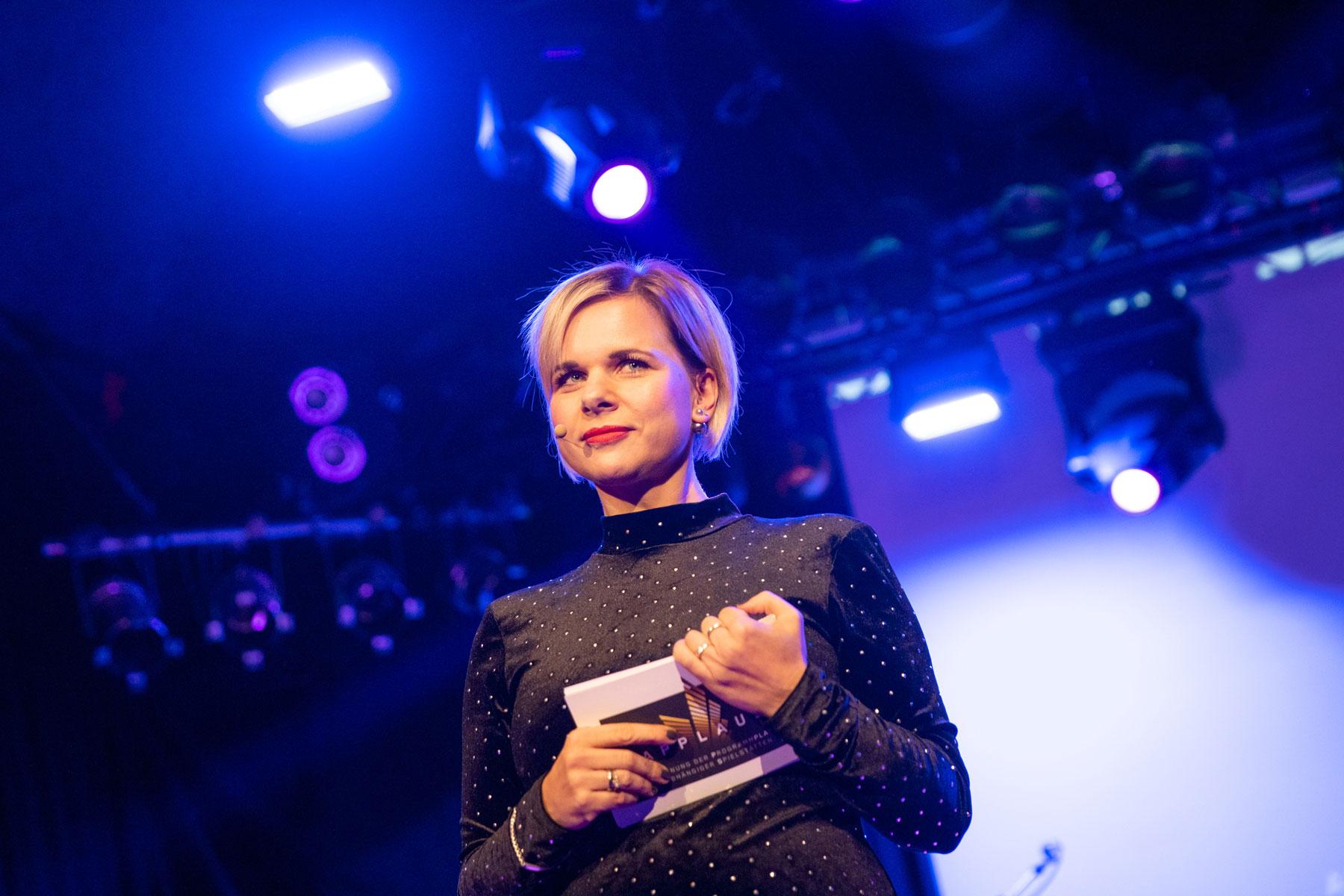 Moderatorin-Julia-Menger-APPLAUS2019-SWieland